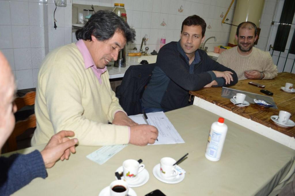 Juan Pablo de Jesús entregó un aporte económico a la Asociación Española