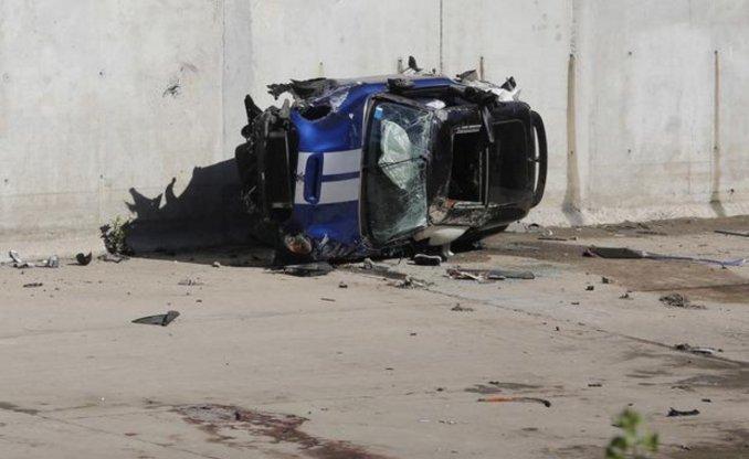 Inseguridad vial en La Plata:Un Mini Cooper cayó al arroyo El Gato y murieron dos personas