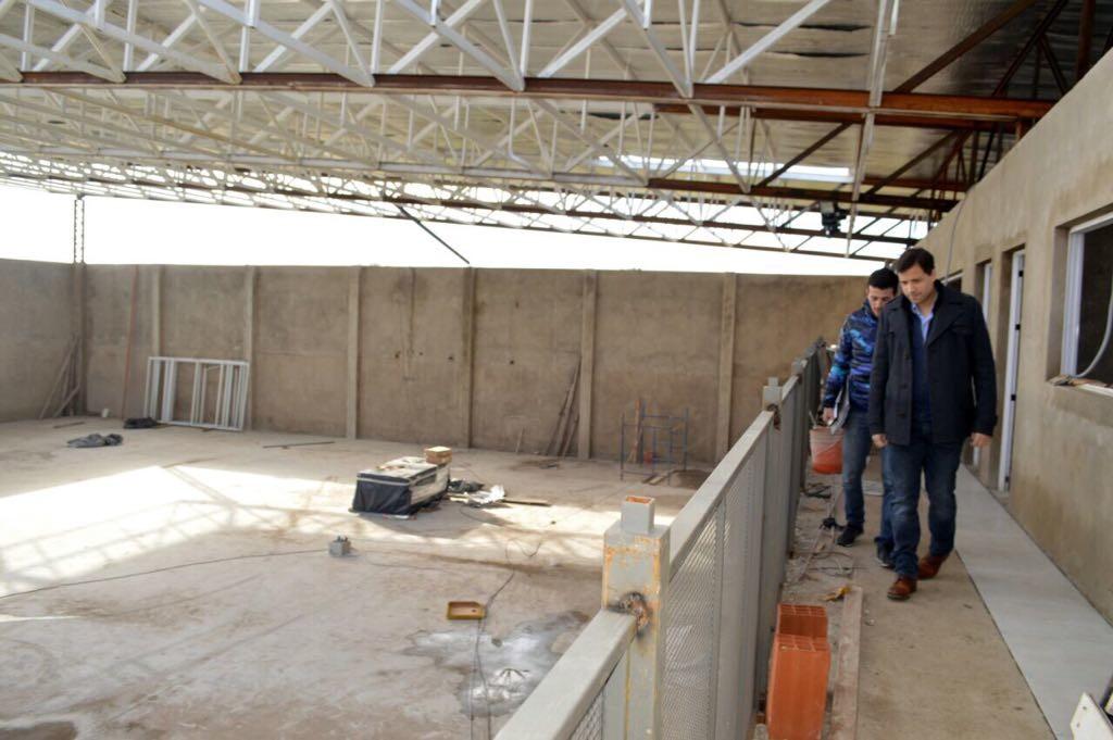 El Intendente Costero,constató los avances del techado del Polideportivo de Mar de Ajó