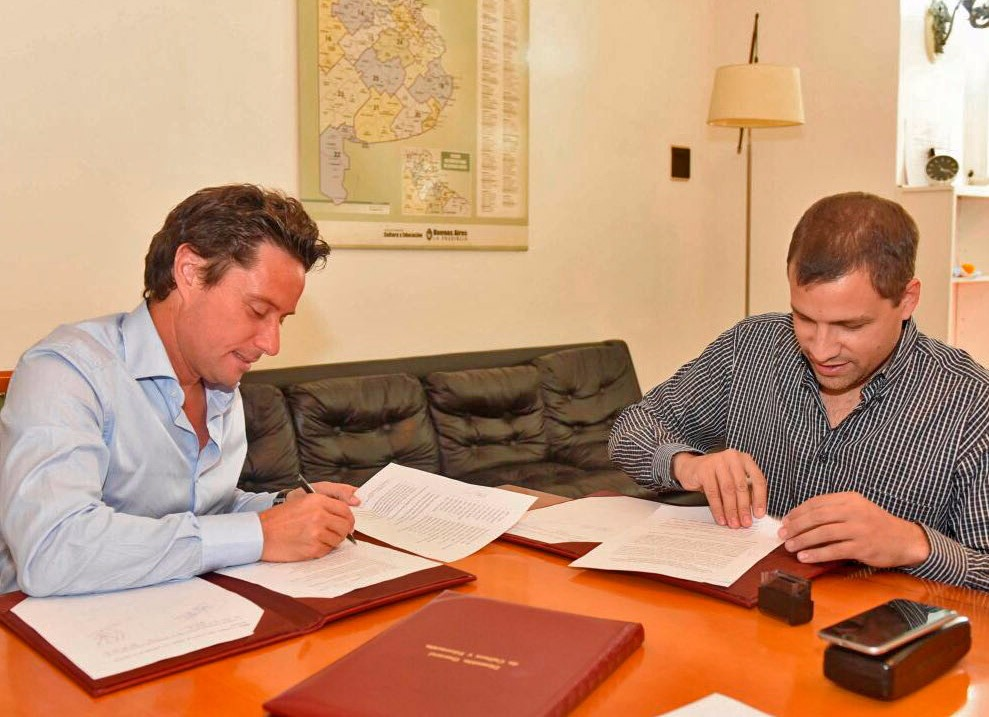 JUAN PABLO FIRMÓ UN CONVENIO DE OBRAS CON EL DIRECTOR DE EDUCACIÓN DE LA PROVINCIA