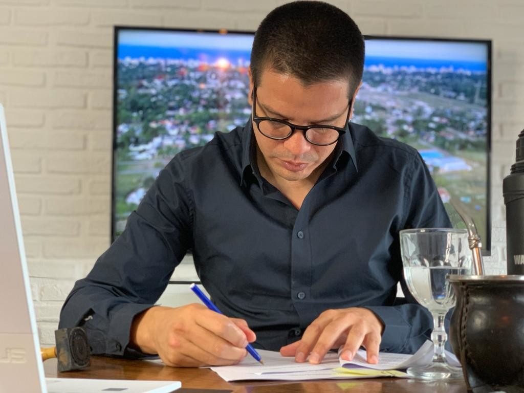 LA COSTA: Cristian firmó con el Gobernador un convenio de asistencia financiera para La Costa