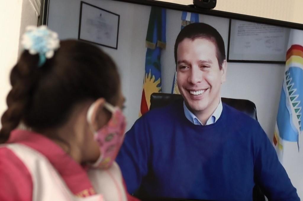 LA COSTA: Cristian y Sofía, una alumna costera, participaron junto al Gobernador de una videollamada por el Día de la Bandera