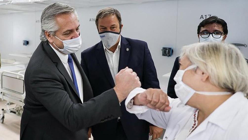 """Fernández inaugura un """"hospital solidario"""" para pacientes con coronavirus sin cobertura"""