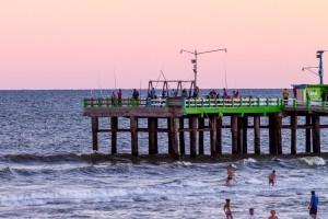 Los muelles de La Costa ofrecen en marzo un espacio para disfrutar de la pesca deportiva